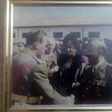 Militaria: CUADRO SALUDANDO A FRANCO Y CARMEN POLO. Lote 85211204