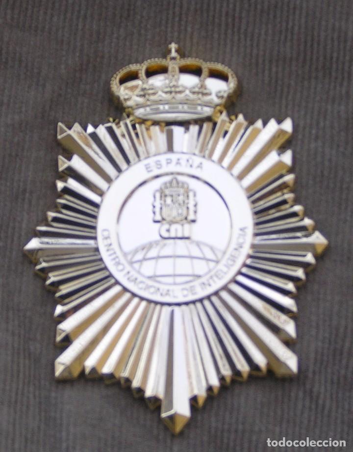 Militaria: Placa agente secreto CNI. Centro Nacional de Inteligencia, portaplacas y cinta de bandera española - Foto 3 - 139450984