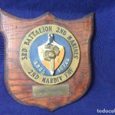 Militaria: METOPA MARINES USA THIRD BATTALION SECOND MARINES SECOND MARDIV FMF UNUS SUPRA ESCAYOLA MADERA 28,5X. Lote 97470223