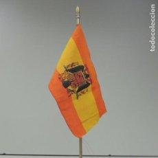 Militaria: ANTIGUA BANDERA FUERZAS ARMADAS MILITAR DECORACIÓN PEANA DE PIEDRA . Lote 99553987