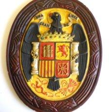Militaria: ESCUDO ETAPA FRANQUISTA, FRANCO, CON ÁGUILA. Lote 101316983