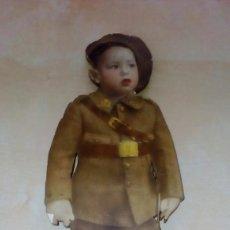 Militaria: NIÑO CON UNIFORME DE INFANTERÍA Y EN SOPORTE DE MADERA GUERRA CIVIL ESPAÑOLA, . Lote 103827607