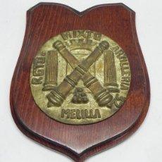 Militaria: ANTIGUA METOPA DEL REGIMIENTO MIXTO ARTILLERIA 32, MELILLA, REALIZADA EN BRONCE Y MADERA, MIDE 23 X . Lote 105237539