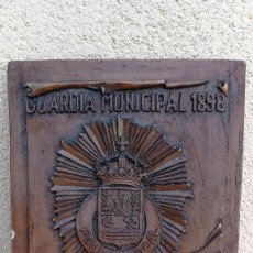 Militaria: METOPA ESCUDO POLICÍA MUNICIPAL DE MIERES ASTURIAS CONMEMORATIVA CENTENARIO 1898-1998. Lote 108935367