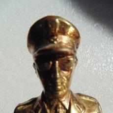 Militaria: ESTATUA - FIGURA BRONCE DE FRANCO CAUDILLO 20 CM (CON PEANA 23 CM). Lote 110112499