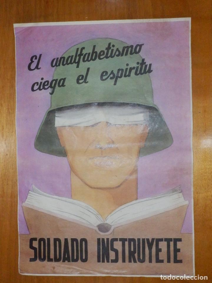CARTEL - SOLDADO INSTRUYETE - EL ANALFABETISMO CIEGA EL ESPÍRITU - 42 CM X 29,5 CM.. (Militar - Reproducciones, Réplicas y Objetos Decorativos)