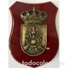 Militaria: PRECIOSA METOPA DEL MANDO DE LA ACEDEMIA GENERAL MILITAR DE CAOBA Y METAL DE 20,5 X 29 CMTS DE ALTO. Lote 113505503
