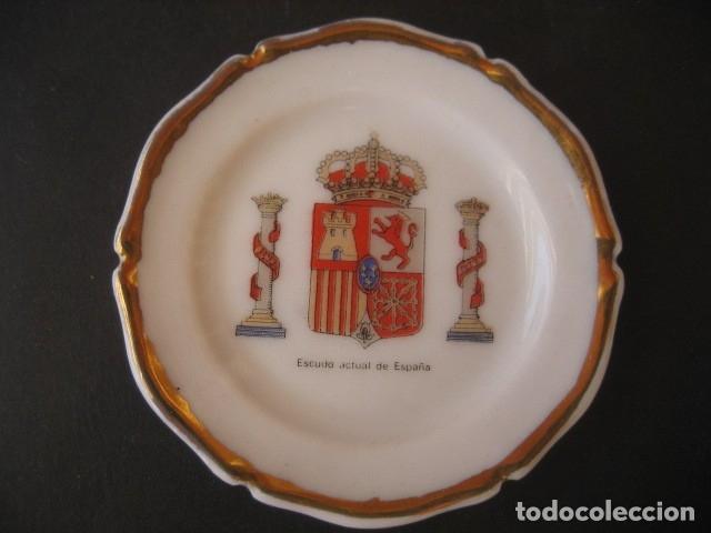 PLATITO PORCELANA ESCUDOS MILITARES. ESCUDO ACTUAL DE ESPAÑA (Militar - Reproducciones, Réplicas y Objetos Decorativos)