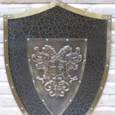 Militaria: ESCUDO METALICO EN CHAPA GRUESA - TOLEDO.. Lote 135363878
