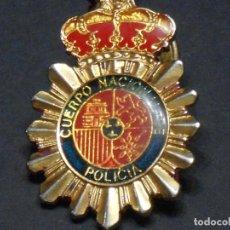 Militaria: LLAVERO CUERPO NACIONAL DE POLICÍA BIFACIAL. Lote 136289946