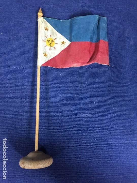 BANDERA FILIPINAS TELA MADERA 1ª MITAD S XX 29X5,5CMS (Militar - Reproducciones, Réplicas y Objetos Decorativos)