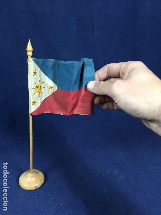 Militaria: bandera filipinas tela madera 1ª mitad s xx 29x5,5cms - Foto 2 - 137993662