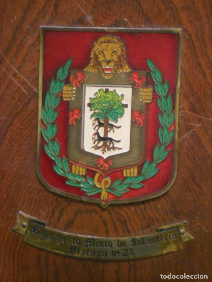 Militaria: Metopa del Regimiento Mixto de Infantería Vizcaya nº 21 - Foto 2 - 139707986