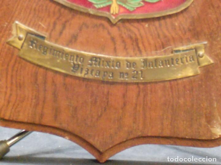 Militaria: Metopa del Regimiento Mixto de Infantería Vizcaya nº 21 - Foto 3 - 139707986