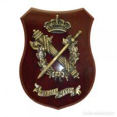Militaria: ESTUPENDA METOPA DE LA GUARDIA CIVIL MADERA CAOBA. Lote 152527049