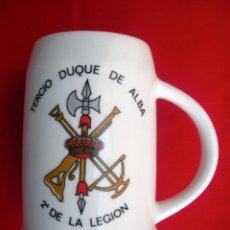 Militaria: JARRA DE LA V BANDERA TERCIO DUQUE DE ALBA, TIENE DOS ESCUDOS DIFERENTES A LOS LADOS DEL ASA.. Lote 143169078