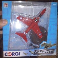 Militaria: HORNBY CORGI FLIGHT CC99301 AVIÓN MILITAR CAZA ROJO BAE HAWK ESCUADRA RED ARROWS ROYAL AIR FORCE. Lote 150325881