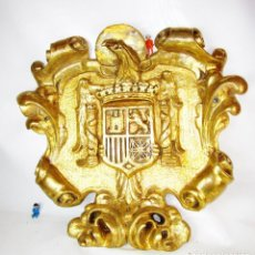 Militaria: BESTIAL 88X70 ESCUDO ESPAÑA AGUILA FRANQUISTA ORIGINAL CAPITANÍA FRANCO MADERA ORO. Lote 151469866