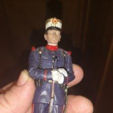 Militaria: SOLDADO DE PLOMO PINTADO A MANO REPRESENTANDO AL SOLDADO DE LA GUARDIA REAL MEDIDAS 14,5 CM. Lote 153106140