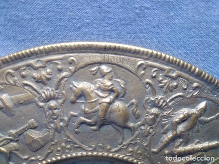 Militaria: Plato bronce conmemorativo Fábrica Artillería Sevilla 1565 - 1936 Santa Bárbara Reyes Católicos - Foto 9 - 154861478