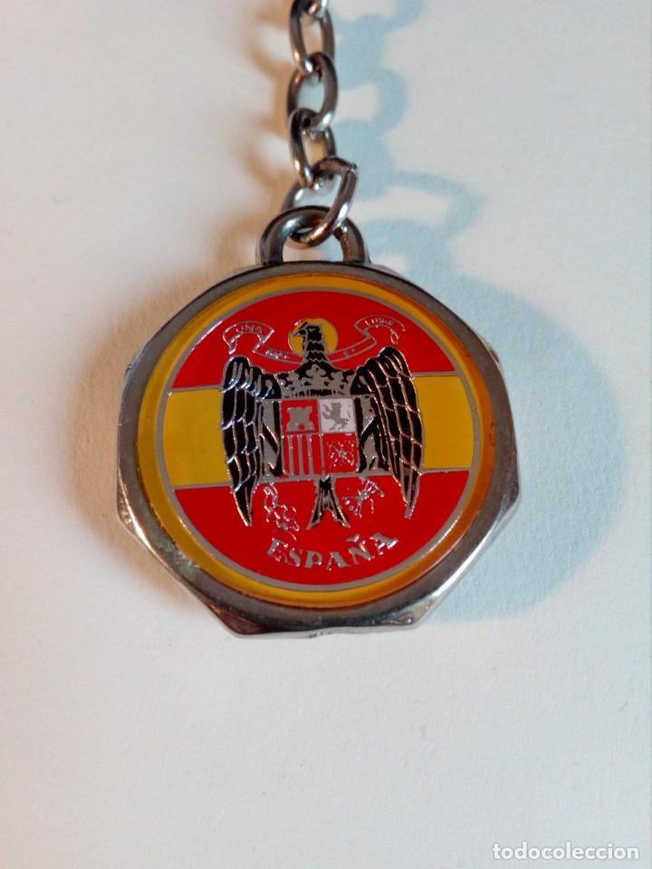 Militaria: LLAVERO RARO DE FUERZA NUEVA (BLAS PIÑAR) CON ÁGUILA DE SAN JUAN Y BANDERA ESPAÑA - Foto 3 - 162152122