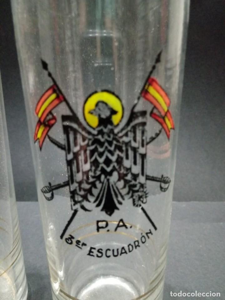 Militaria: Dos vasos de cristal de la Policía Armada del 3er Escuadrón de caballería - Foto 2 - 163612842