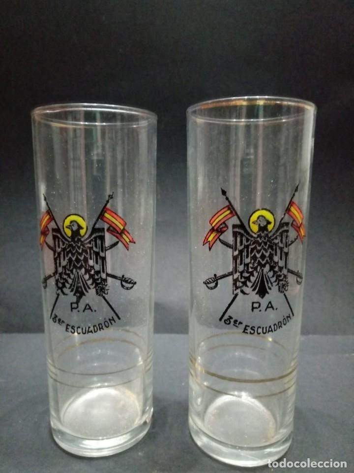 Militaria: Dos vasos de cristal de la Policía Armada del 3er Escuadrón de caballería - Foto 5 - 163612842
