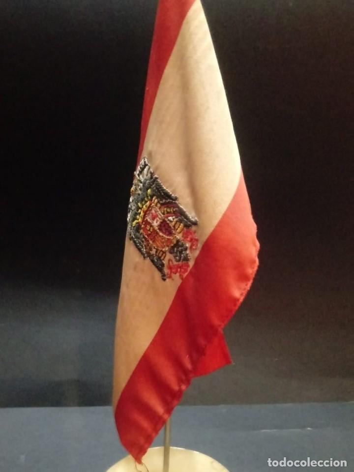 BANDERA DE ESPAÑA DESOBREMESA CON PEANA (Militar - Reproducciones, Réplicas y Objetos Decorativos)