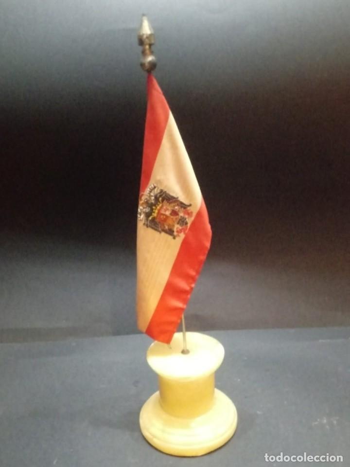 Militaria: Bandera de España desobremesa con peana - Foto 2 - 168367424