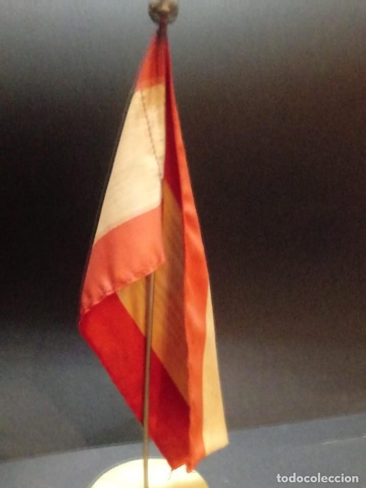 Militaria: Bandera de España desobremesa con peana - Foto 4 - 168367424