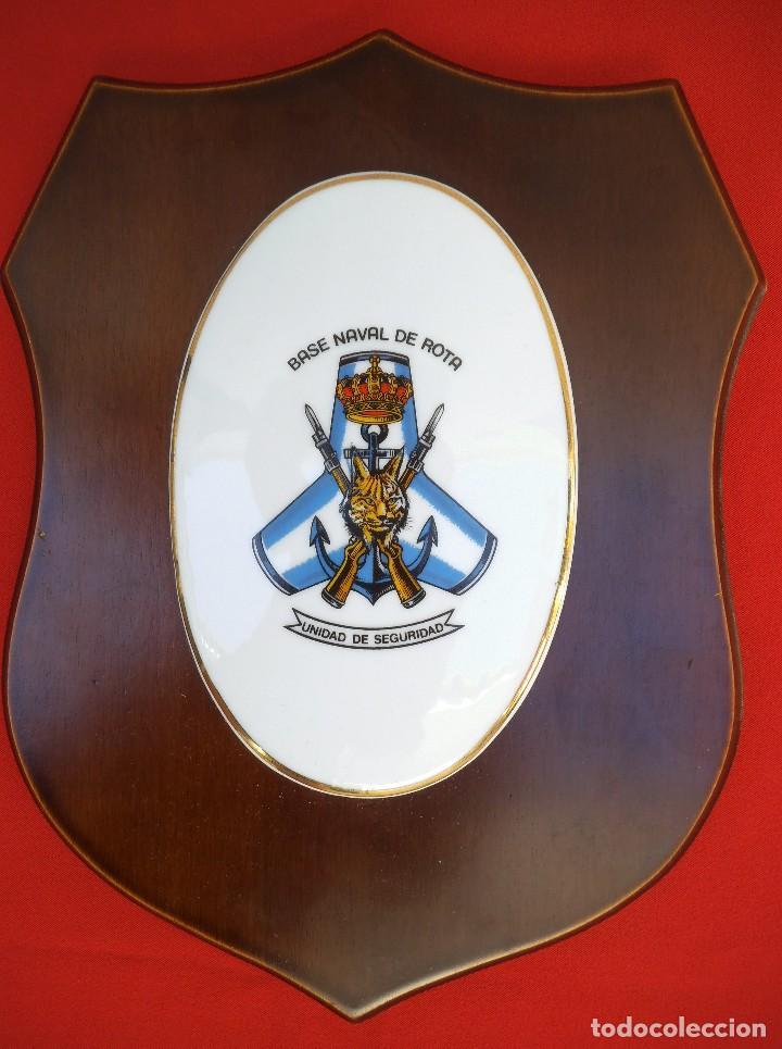 METOPA INFANTERÍA DE MARINA, UNIDAD DE SEGURIDAD DE LA BASE NAVAL DE ROTA. RARA DE ENCONTRAR. (Militar - Reproducciones, Réplicas y Objetos Decorativos)