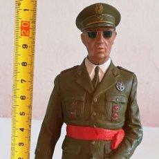 Militaria: FIGURA DE PLOMO O MATERIAL METÁLICO PESADO GENERAL FRANCISCO FRANCO. Lote 170414536
