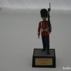 Militaria: SOLDADO PLOMO - GUARDIA GRANADEROS GRAN BRETAÑA 1940 SOLDADO. Lote 171065375