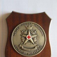 Militaria: METOPA PLACA CROCE ROSSA ITALIANA - CORPO MILITARE - INTER ARMA CAPITAS - CRUZ ROJA ITALIA. Lote 172965062