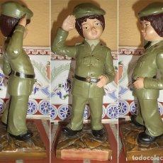 Militaria: SOLDADO DE ESTUCO PINTADO A MANO ARTESANÍA G. ABELLAN MIDE 21 DE ALTO Y 8/8 EN LA BASE. Lote 176858699