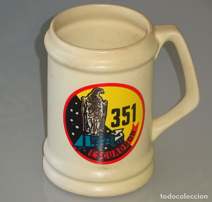 JARRA MILITAR DE CERÁMICA. EJÉRCITO DEL AIRE. 351 ESCUADRÓN. 13 CM. 400GR (Militar - Reproducciones, Réplicas y Objetos Decorativos)