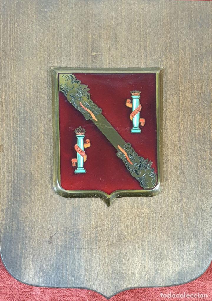PLACA DE LA GUARDIA PERSONAL DE FRANCO. METAL ESMALTADO. 1939/1975. (Militar - Reproducciones, Réplicas y Objetos Decorativos)