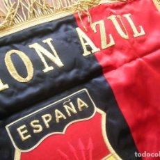 Militaria: ESTANDARTE BORDADO FALANGISTA. DIVISION AZUL. FALANGE. TELA DE RASO E HILO DORADO.EXCELENTE RÉPLICA.. Lote 182086670