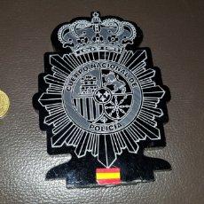 Militaria: EMBLEMA DEL CUERPO NACIONAL DE POLICÍA REALIZADO EN RESINA PLÁSTICO. Lote 185934803