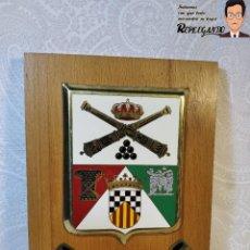 Militaria: METOPA MILITAR (PARQUE Y MAESTRANZA - ARTILLERÍA ) - 20X14 CM. (PLACA MADERA CON ESCUDO) BARCELONA. Lote 189749590