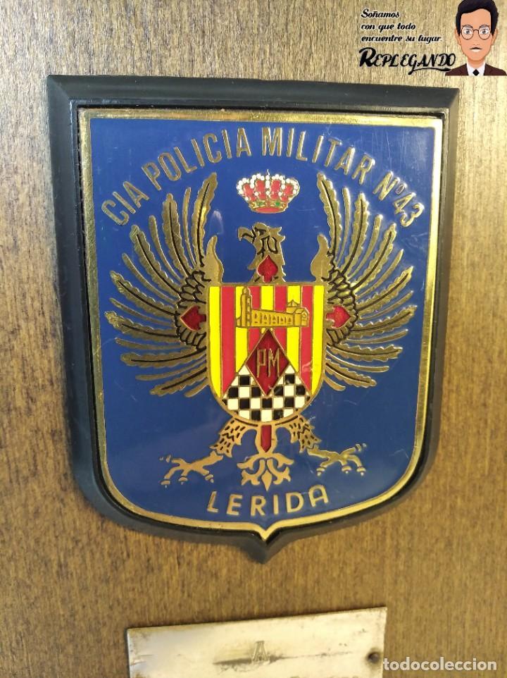 Militaria: METOPA MILITAR (CIA POLICÍA MILITAR Nº43) - 18X12 CM. (PLACA DE MADERA CON ESCUDO) ESPAÑA - Foto 2 - 189750077