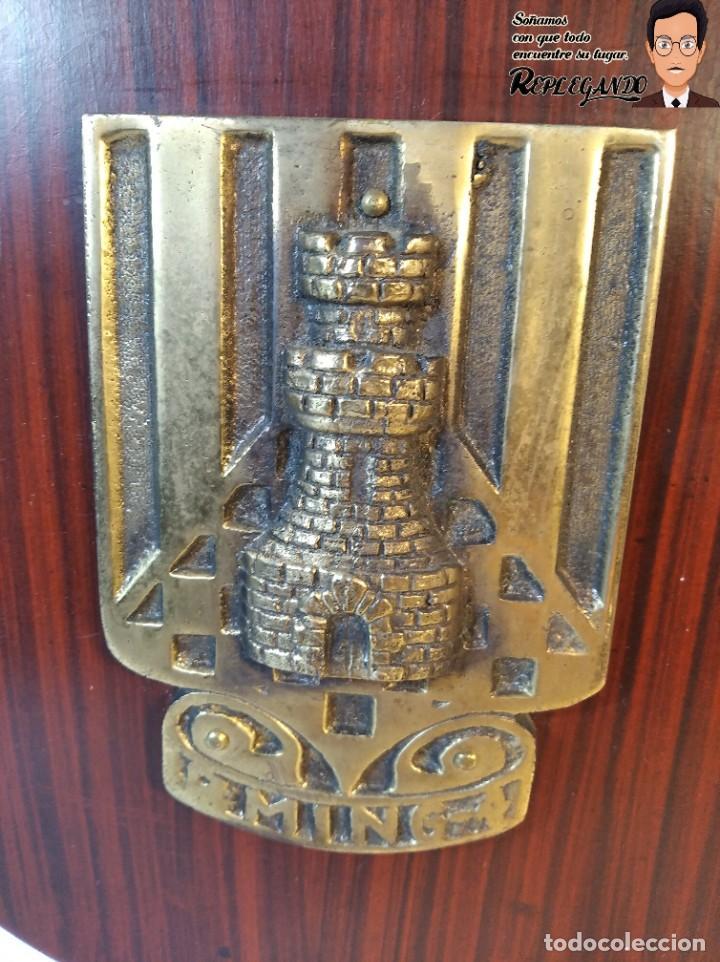 Militaria: METOPA MILITAR (REGIMIENTO INGENIERÍA Nº4) - 23X16 CM. (PLACA DE MADERA CON ESCUDO METAL) ESPAÑA - Foto 2 - 189750768
