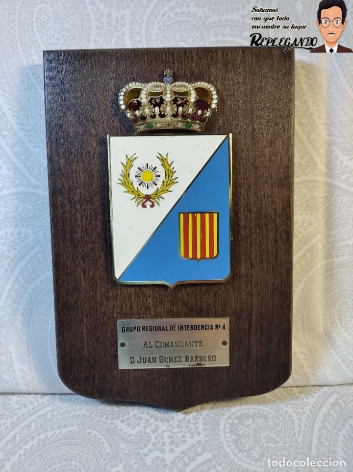 METOPA MILITAR (GRUPO REGIONAL INTENDENCIA Nº4) - 18X12 CM. (PLACA DE MADERA CON ESCUDO) ESPAÑA (Militar - Reproducciones, Réplicas y Objetos Decorativos)