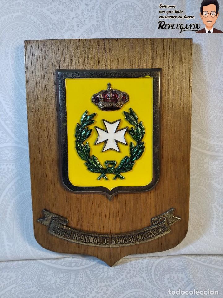 METOPA MILITAR (GRUPO REGIONAL SANIDAD MILITAR Nº1) - 21X14 CM. (PLACA DE MADERA CON ESCUDO) ESPAÑA (Militar - Reproducciones, Réplicas y Objetos Decorativos)