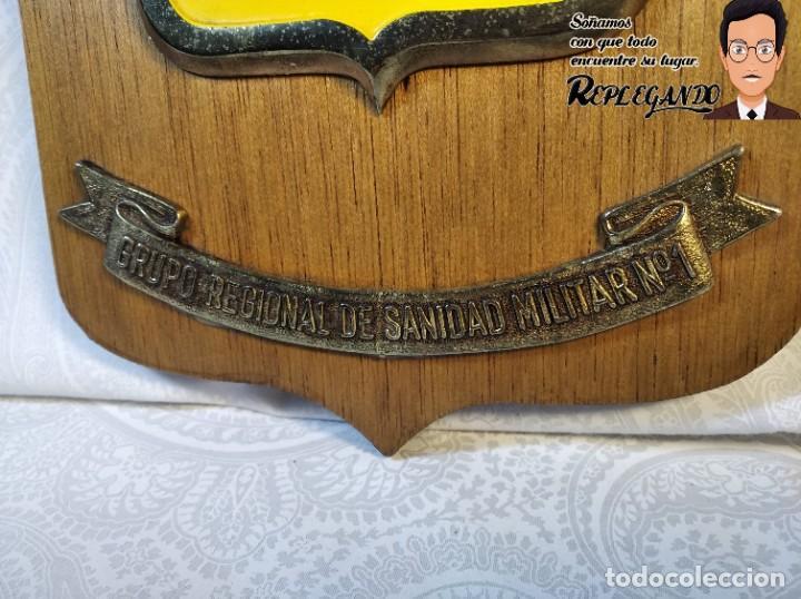 Militaria: METOPA MILITAR (GRUPO REGIONAL SANIDAD MILITAR Nº1) - 21X14 CM. (PLACA DE MADERA CON ESCUDO) ESPAÑA - Foto 3 - 189751832