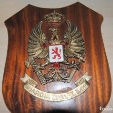 Militaria: MAGNIFICA METOPA DE LA GUARDIA CIVIL LEON. Lote 191414042