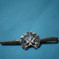 Militaria: PASADOR DE CORBATA DE LA ARMADA (SANIDAD DE LA MARINA). Lote 196809702