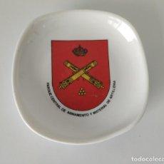 Militaria: CENICERO MILITAR. PARQUE CENTRAL DE ARMAMENTO Y MATERIAL DE ARTILLERÍA. CERÁMICA. Lote 197680167