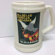 Militaria: JARRA MILITAR DÍA DE LAS FUERZAS ARMADAS 1984 VALLADOLID 12X11CM. Lote 202832767