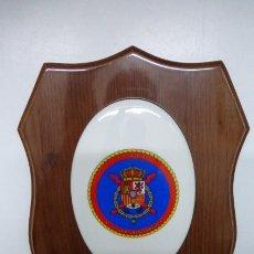 Militaria: METOPA DE PORCELANA Y MADERA...CASA REAL..26 CMS DE ALTO X 20 APROX DE ANCHO.... Lote 205028430